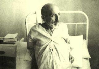 Mehmed Âkif Haziran 1936'da tedavi gördüğü Nişantaşı Sağlık Yurdu'nda(M. Ruyan Soydan koleksiyonu)