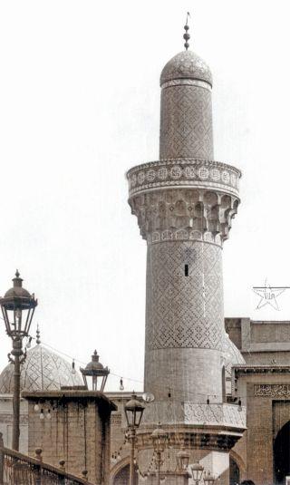 Abdülkādir-i Geylânî Külliyesi avlusunun güneydoğu köşesindeki Selçuklu minaresi