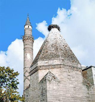 İbrâhim Bey İmareti'nin minare ve kümbeti