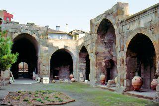 Akşehir'de Taşmedrese'nin avlu ve revaklarından bir görünüş