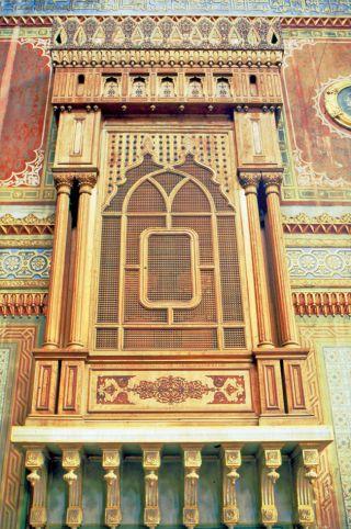 Sultan II. Abdülhamid'in, gül ağacından kendi eliyle yaptığı cumba kafesi (Yıldız Hamidiye Camii)
