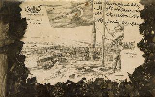 """Millî Mücadele kapsamında bazı şehirlerin kurtuluşu vesilesiyle yayımlanan (Foto Mükerrem, 1922) seriden, üzerinde İstiklâl Marşı'nın sekizinci kıtasının yer aldığı """"Güzel İzmir"""" başlıklı kartpostal (M. Ruyan Soydan koleksiyonu)"""