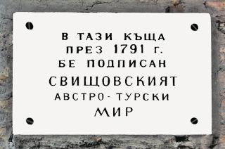 Ziştovi Antlaşması'nın yapıldığı kabul edilen evin duvarındaki kitâbe